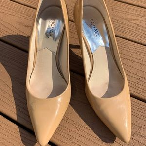 MICHAEL KORS NUDE PATENT LEATHER FLEX PUMPS 8 1/2
